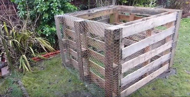Build a pallet compost bin
